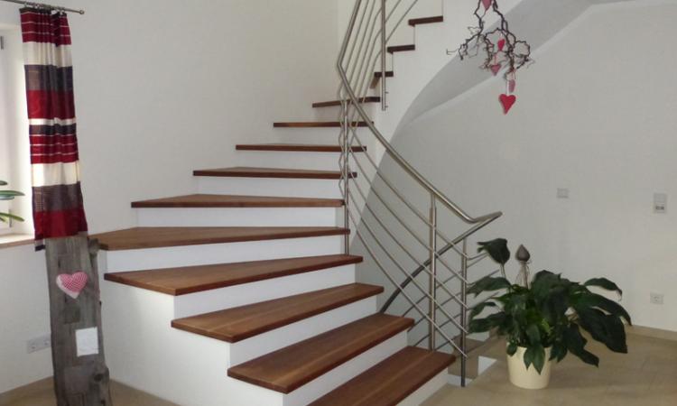 Treppe mit Nußbaumstufen