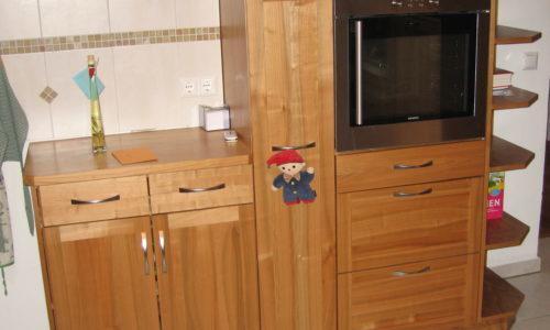 Schreinerei Küche aus Kirschbaum mit Holzofen