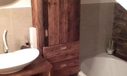 Badschrank Altholz