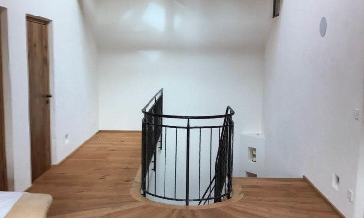 Eichenboden und Treppe