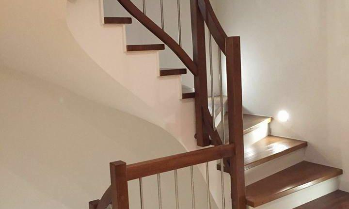 Treppe Handlauf+Stufen in Eiche mit Edelstahlstäben