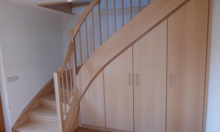 Treppe mit Einbauschrank für richtig viel Stauraum