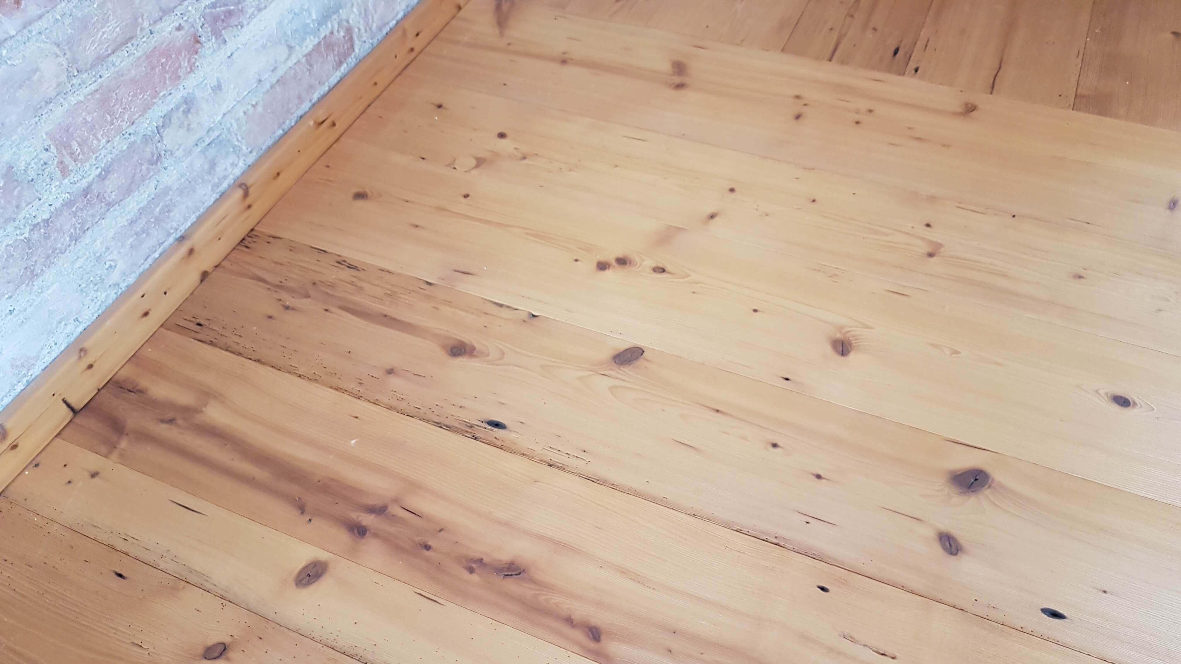 Boden aus alten Brettern