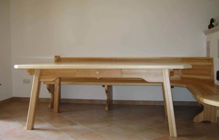 Esstisch mit Schubladen