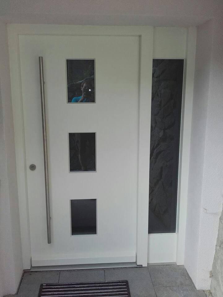 Haustür weiß mit Glasleiste und 3 Glasscheiben