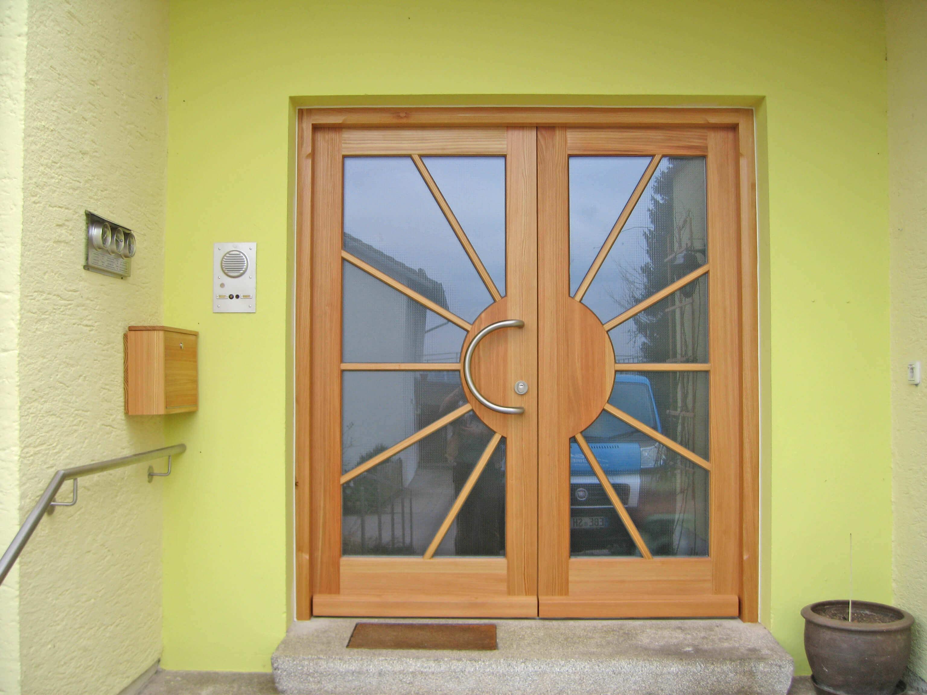Holz Haustüre mit Sonnenmuster & Glas