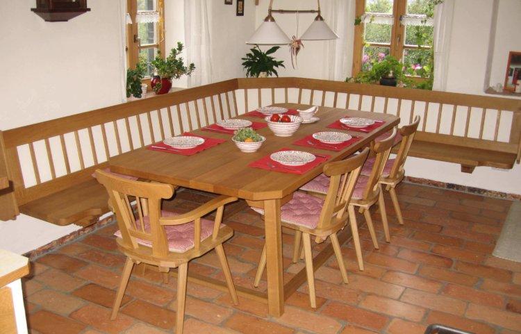 Eckbank hängend in Eiche mit Tisch und Stühlen