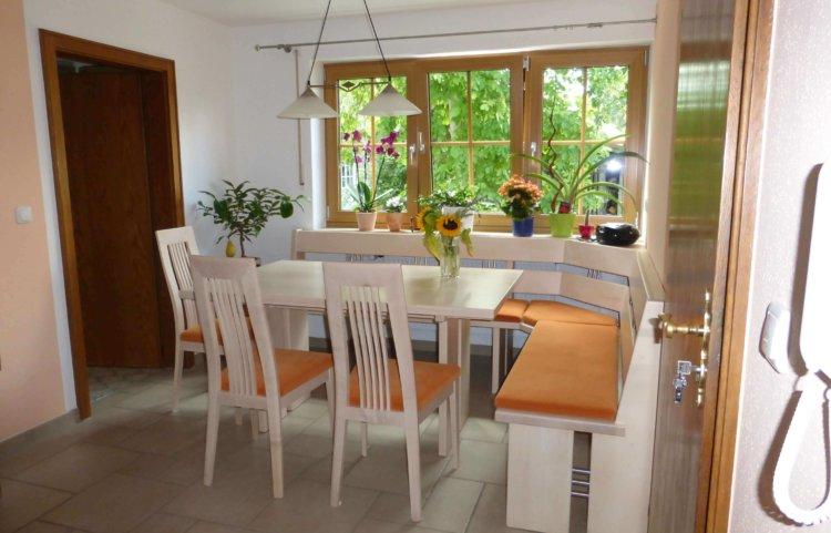 Tisch Eckbank mit Edelstahlsprossen und Stühle Ahorn