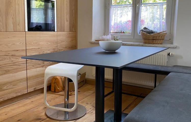 Moderner Esstisch in Rüster Küche